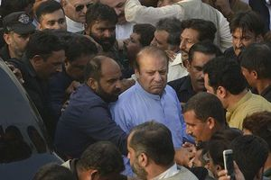 Pakistan hoãn thi hành án đối với Thủ tướng bị phế truất Nawaz Sharif