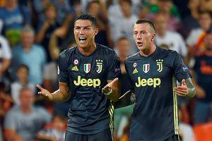 Chị gái Ronaldo: 'Họ đang cố hủy hoại em trai tôi'