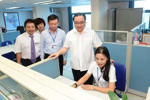 Bí thư Thành ủy Hoàng Trung Hải thăm Cổng Giao tiếp điện tử thành phố