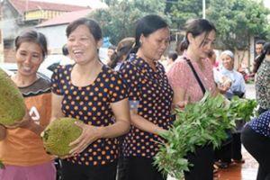 Phụ nữ chung tay 'đánh bay' thực phẩm bẩn