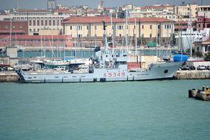 Buôn lậu thuốc lá bằng tàu hải quân Ý
