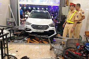 Tài xế đạp nhầm chân ga, xe 7 chỗ tông bị thương 9 thực khách