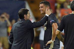 HLV Juventus nói gì về tình huống Ronaldo bị đuổi?