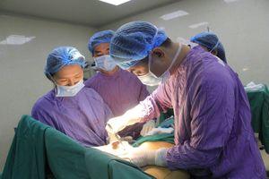 Cắt u vú khổng lồ, căn bệnh dễ bị chẩn đoán nhầm