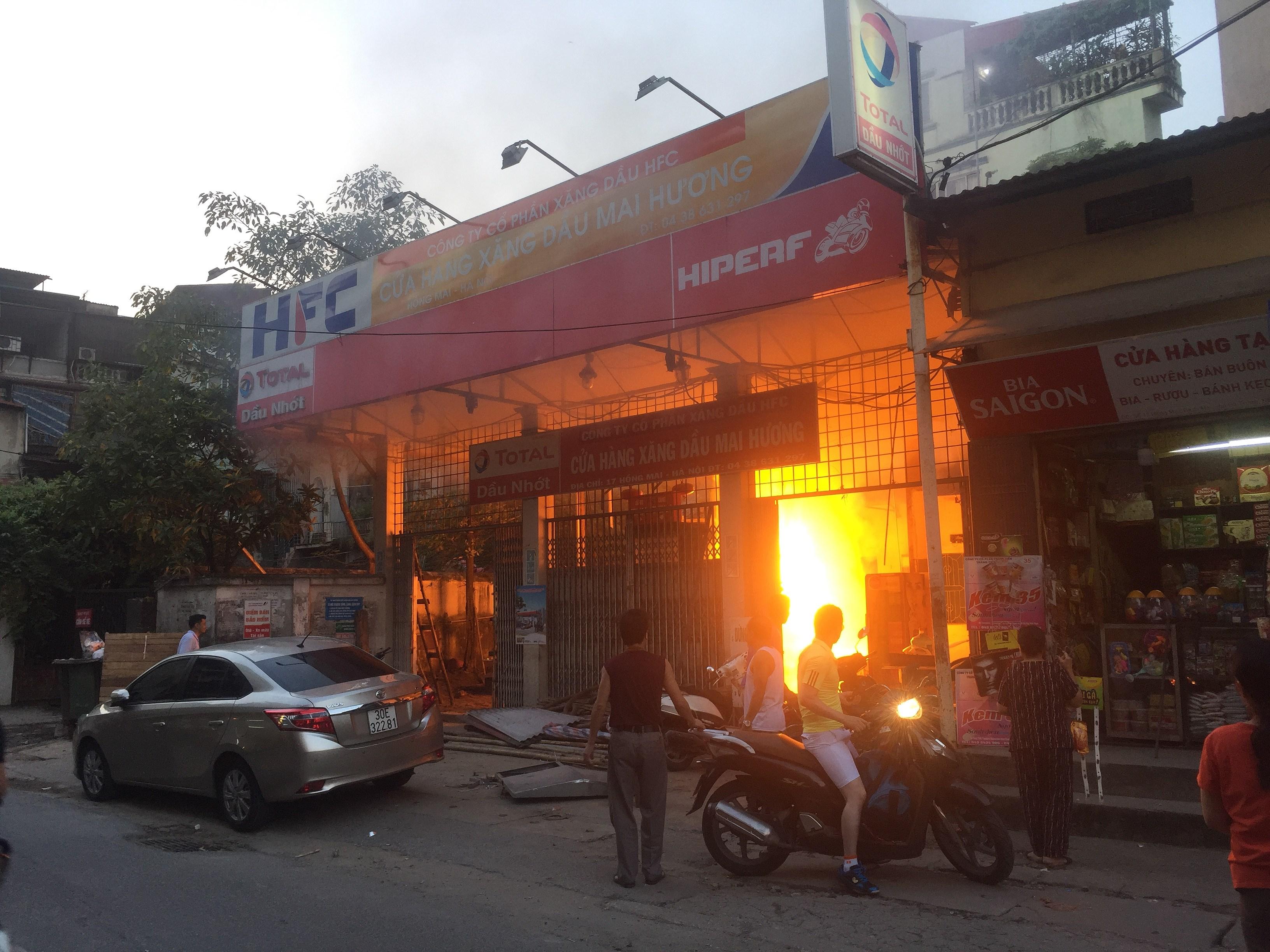 Hà Nội: Cháy cây xăng cũ trên phố Hồng Mai