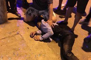 Ba kẻ đi ô tô táo tợn cướp tiệm vàng ở Sơn La