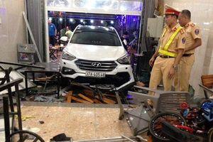 Hà Tĩnh: Ô tô lao vào quán nhậu, 9 người bị thương