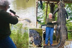 Cận cảnh pha hạ gục cá sấu khổng lồ dài 4 m chỉ bằng một phát bắn