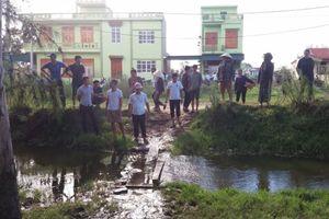 Thanh Hóa: Gia đình đem thi thể cháu bé bị đuối nước lên UBND phường 'bắt đền'