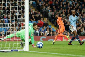 Hàng thủ liên tiếp mắc sai lầm, Man City thua sốc Lyon