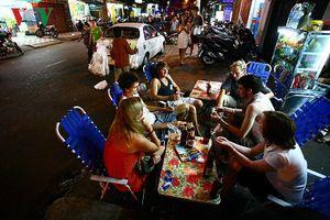'Phố Tây' Sài Gòn nhộn nhịp về đêm