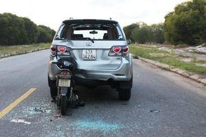 Quảng Nam: Xe máy tông đuôi xe ô tô, một người bị trọng thương