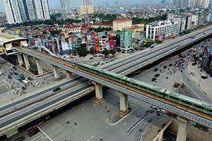Hà Nội chạy thử tàu trên cao: Các hộ dân sống cách đường tàu 1 mét nói gì?