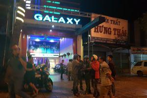 2 nhóm thanh niên hỗn chiến tại quán karaoke, 1 người bị thương nặng