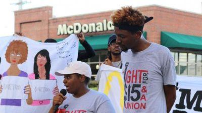 Biểu tình phản đối nạn quấy rối tình dục trong quán ăn của McDonald