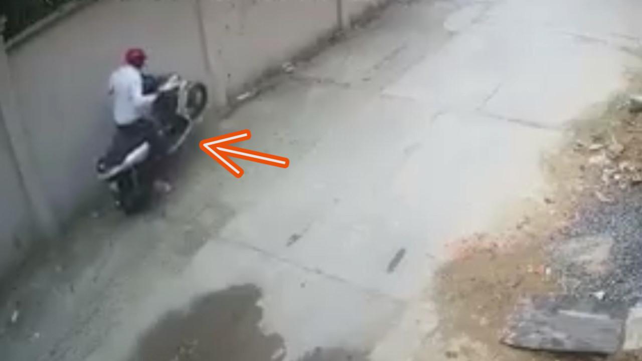 Tên trộm bốc đầu xe sau khi bẻ khóa được chiếc tay ga