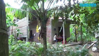 Báo Thanh Niên trao 26,9 triệu đồng cho 'Người đàn ông mù mưu sinh bằng nghề lột dừa'