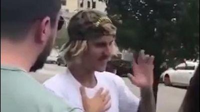 Justin Bieber co giật liên tục trên phố, bị nghi do sử dụng ma túy đá