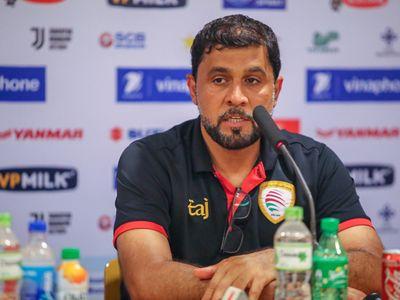 Sau trận hòa trước Palestine, HLV Azani của Oman cho rằng đội tuyển của ông thi đấu tốt khi ghi bàn gỡ hòa vào phút cuối, đồng thời cho rằng Olympic Việt Nam sẽ thắng Uzbekistan.