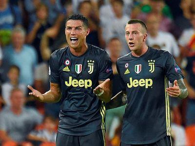 Không chỉ ban lãnh đạo Juventus mà người thân của Ronaldo cũng bức xúc với tấm thẻ đỏ mà anh phải nhận trong trận đấu với Valencia.