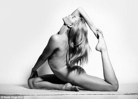 Chum anh tap yoga khoa than an tuong hut hon nguoi xem - Anh 3