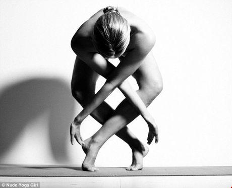 Chum anh tap yoga khoa than an tuong hut hon nguoi xem - Anh 4