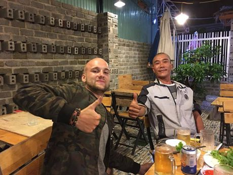 Chuyen thu vi ve anh chang Tay mang ca 'nha di dong' di phuot toi Viet Nam - Anh 7