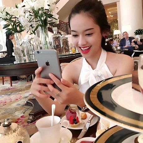 Bi boc me song ao, an cap anh - Thuy Vi voi vang dong Facebook - Anh 10