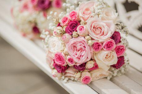 10 mau hoa cuoi cam tay dep nhat cho co dau trong ngay cuoi - Anh 1