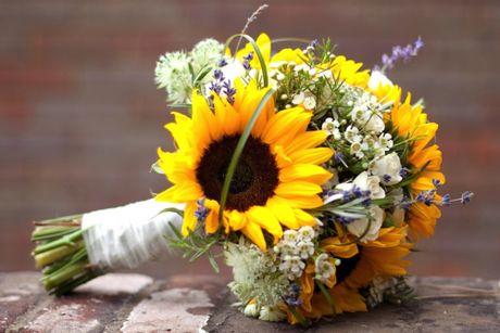 10 mau hoa cuoi cam tay dep nhat cho co dau trong ngay cuoi - Anh 7