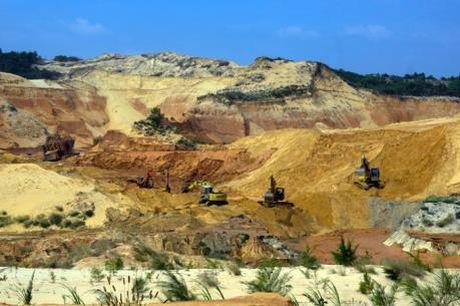 Khai thác khoáng sản trái phép trách nhiệm thuộc về ai?