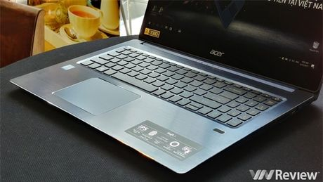 Can canh laptop chip Intel the he thu 8 dau tien tren the gioi vua ve Viet Nam - Anh 4