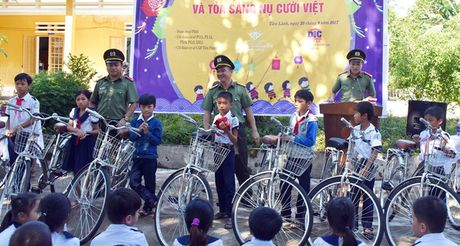 Mang Trung thu yeu thuong den voi hoc sinh mien nui - Anh 2