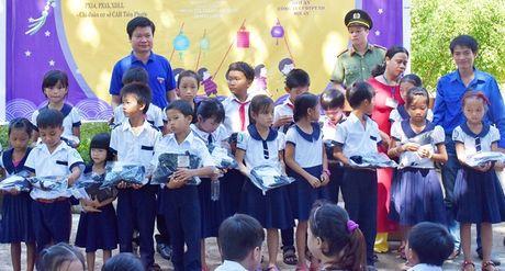 Mang Trung thu yeu thuong den voi hoc sinh mien nui - Anh 5