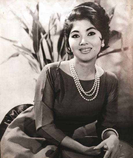 Thanh Nga, Tham Thuy Hang goi cam qua tay may Vien Kinh - Anh 1